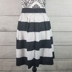 NWOT Black and White Tommy Hilfiger Szie 18 Skirt